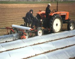Dérouleuse à mini-tunnel Modèle 95 de Mechanical Transplanter